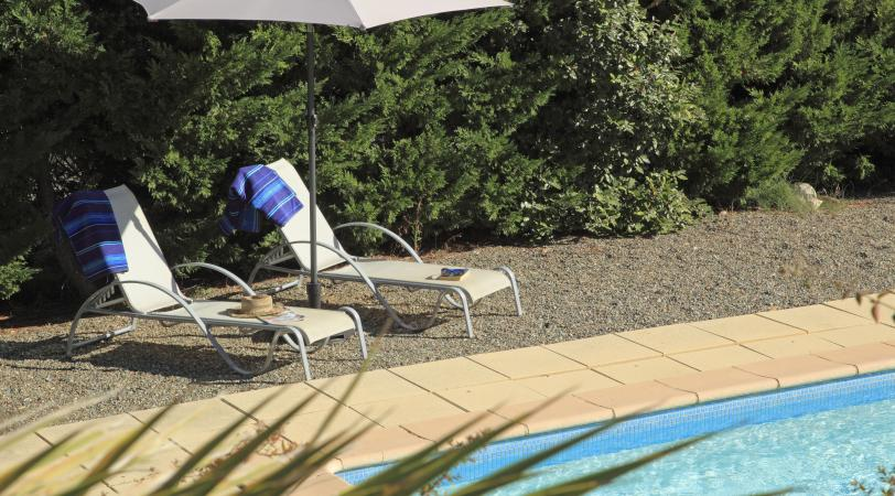 Le Muscat is a vacation villa with a pool