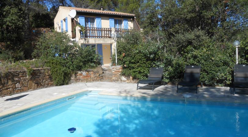 Les Boriettes is a vacation villa with a pool